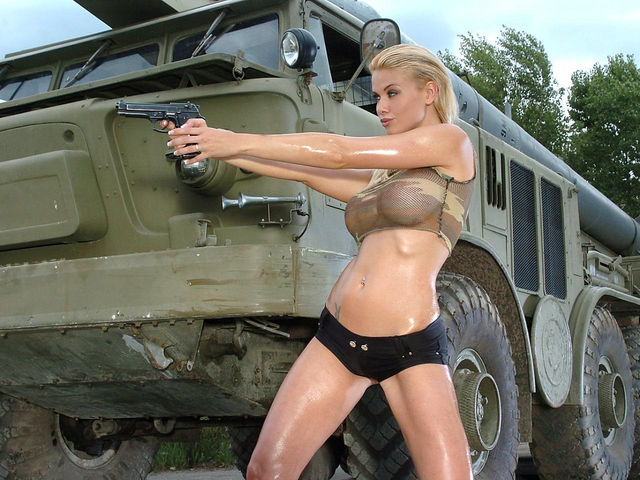 Сисястая телка в военной форме, Красавица в военной униформе страстно отдается ебарю 8 фотография